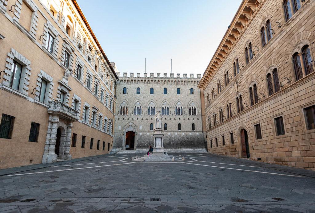Piazza e Palazzo Salimbeni_Duccio Fiorini